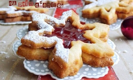 Biscuits au pains d'épices de noël De petits biscuits de noël en forme de flocons de neige parfum...