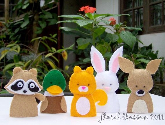 This listing is only for purchase of PDF patterns of the finger puppets featured in the picture. No actual finger puppets will be sent to your address.  These PDF patterns will make five woodland creatures:  - Gordon the duck - Randall the racoon - Loulou the rabbit - Torri the squirrel - Tawnee the fawn  For another set of woodland creatures finger puppets, follow this link http://www.etsy.com/listing/68415235/pdf-pattern-woodland-creatures-01-felt  In the PDF Pattern you will find:  - List…