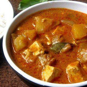 Kaeng massaman is een curry die oorspronkelijk uit het zuiden van Thailand komt. Het wordt gewoonlijk bereidt met rundvlees, kip, eend of tofu