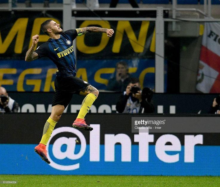 Mauro Icardi of FC Internazionale celebrates after scoring the second goal during the Serie A match between FC Internazionale and FC Torino at Stadio Giuseppe Meazza on October 26, 2016 in Milan, Italy.