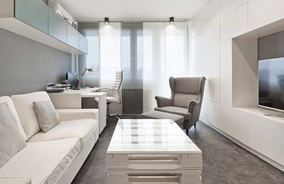 Díky nápaditému řešení se do malé ložnice vešlo piano i vysouvací postel – Novinky.cz