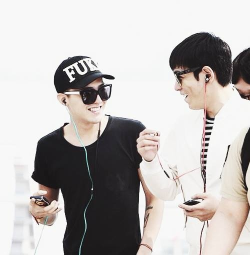G Dragon & TOP--ah love seeing them together and happy