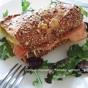 スモークサーモンのクロックムッシュ+by+kayさん+|+レシピブログ+-+料理ブログのレシピ満載! クロックムッシュの中にスモークサーモンにしてみました。パンは、五穀米のバケットでちょっぴりヘルシー♪