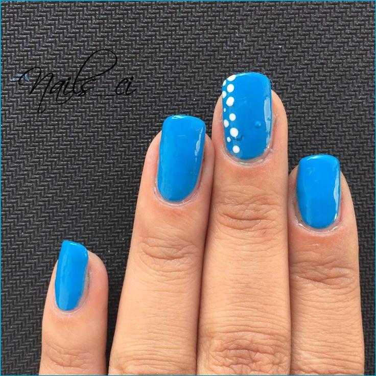 - Unghie azzurre con poi bianchi -