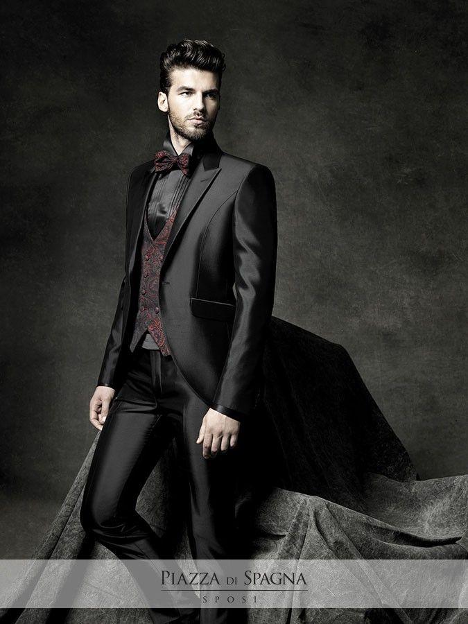 Lo #sposo di Carlo Pignatelli si distingue per eleganza e audacia, come in questo abito dal tessuto lucido nero con gilet #damascato coordinato con #papillon.