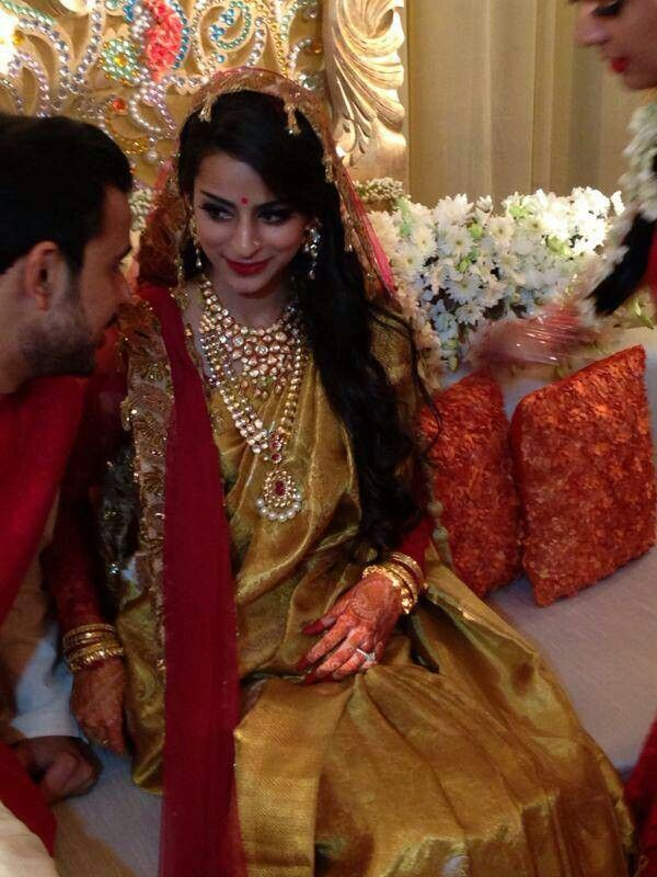 Beautiful bride in a rich kanchivaram silk saree.