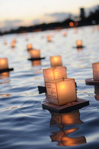 Schwimmende Leuchtlaternen