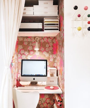 small-home-office. Possibly an idea for the closet in the small bedroom turned large walk in closet?