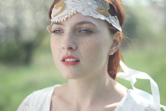A bridal lace headband. This unique lace halo headband is created using off-white lace applique from 1950s. It is in a great condition as it was kept
