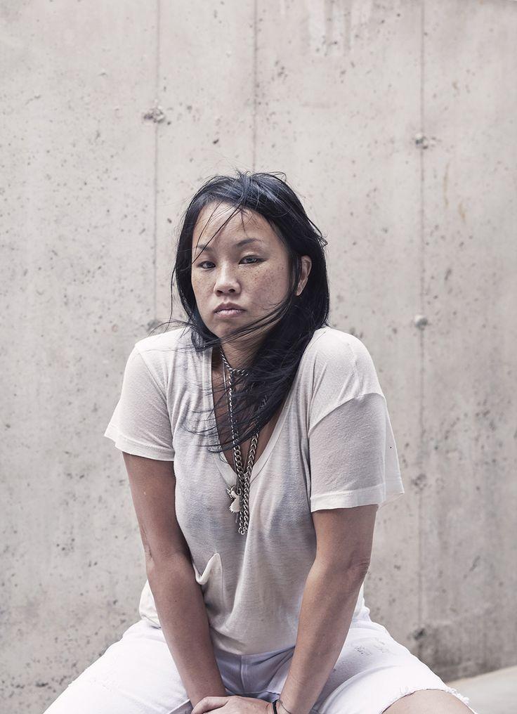 Ellen Jong at work, photographed by Les Guzman. #guzman #ellenjong #artist #editorial
