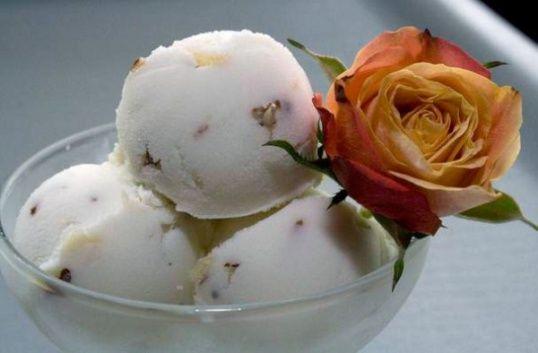 Как приготовить веганское мороженое с кокосом и фисташками