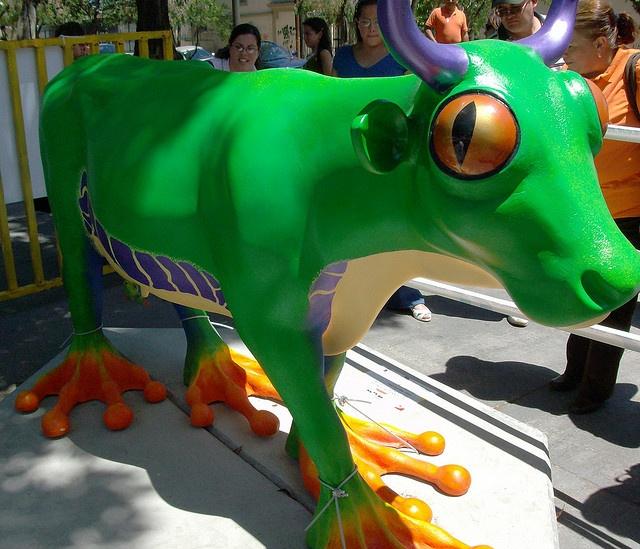 Rana Calzonuda del Bosque Lluvioso - Cow Parade Costa Rica 2008 by mdverde, via Flickr