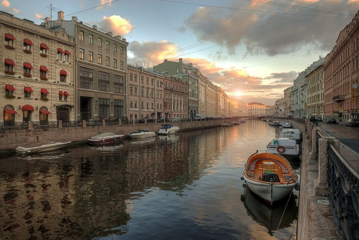 stock-photo-canals-of-st-petersburg-82408857.jpg (1200×801)