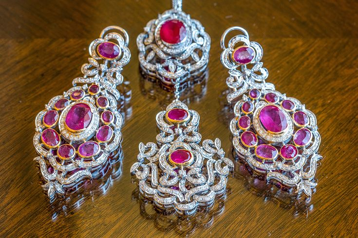 The bride coordinated her sparkling earrings with a stunning maang tikka featuring shimmering diamonds and pink jewels. #pink #jewelry Photography: Yogi Patel - Global Photography. Read More: http://www.insideweddings.com/weddings/indian-wedding-with-vibrant-colors-and-gorgeous-red-roses/639/