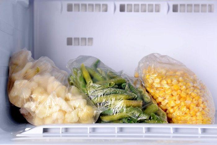 A forma correta de congelar alimentos crus e cozidos