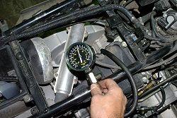 Какое должно быть давление масла в двигателе и что делать, при его отклонении от нормы, рассматривается в этой статье ... проверка давления масла ...