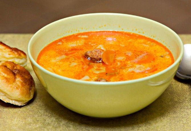 Tejfölös-kolbászos krumplileves