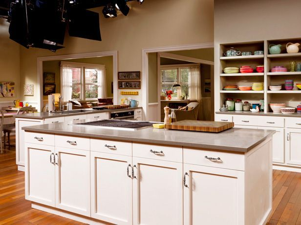 Secrets of a Food Network Set Designer : Melissa d'Arabian's Ten Dollar Dinners set is meant to look kid-friendly and big enough to accommodate her family of six.