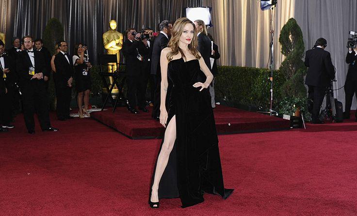 """<p><span>Aprendizes de<span class=""""Apple-converted-space""""></span></span><a href=""""http://www.taofeminino.com.br/noticias-dos-famosos/razoes-amar-angelina-jolie-s477102.html""""><b>Angelina Jolie</b></a><span>, atenção!</span><br/></p><p><span><br/></span></p><p></p><p><span>Com o final do ano cada vez mais próximo, foi oficialmente decretada a época de festas e badalações - que nós escolhemos apelidar de... época ideal para colocar a perna pra…"""