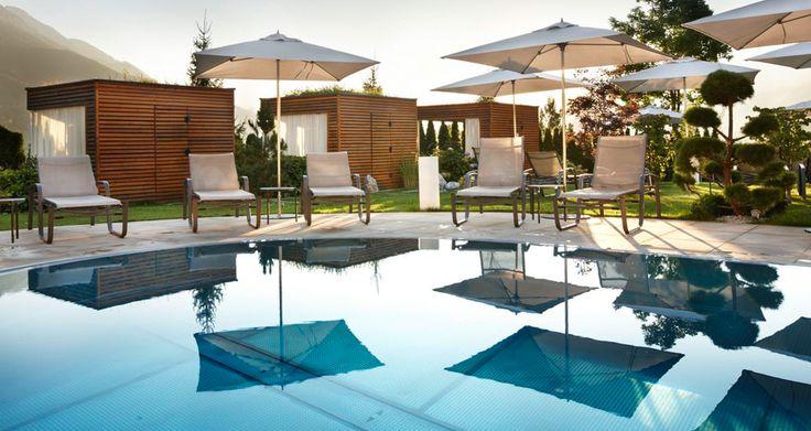 Hotel Sonnhof im Alpendorf, Salzburg, Austria, Wellnessbereich, Außenpool beheizt, schöne Gartenanlage