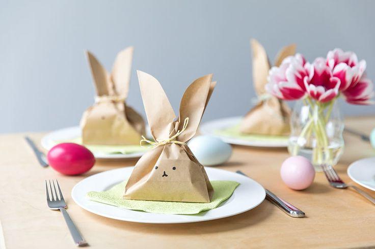 Due idee per delle confezioni pasquali fai da te. Scoprite come realizzare deliziose scatoline o sacchettini regalo a forma di coniglio per i vostri doni.