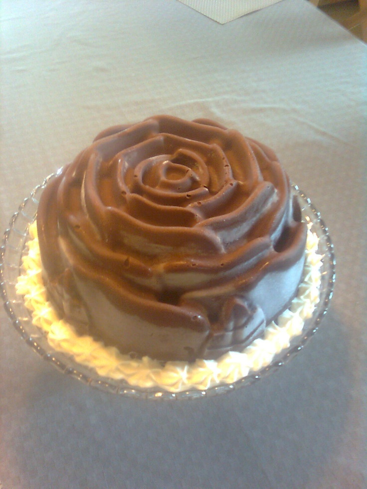 Rose Shaped Ice Cream Cake