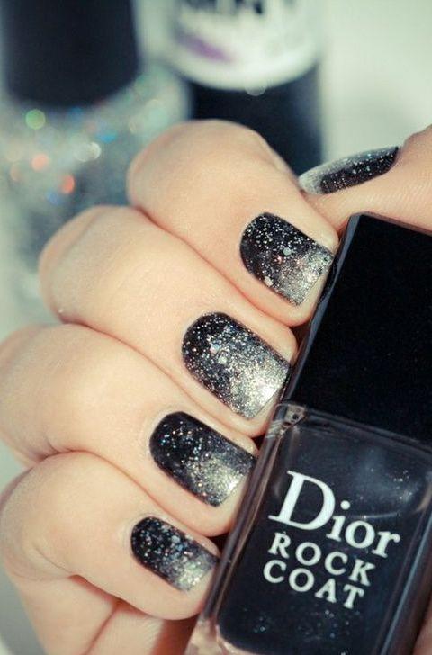 .: Silver Glitter, Nails Art, Nailart, Nails Design, Black Nails, Glitter Nails, Gradient Nails, New Years Eve, Black Glitter