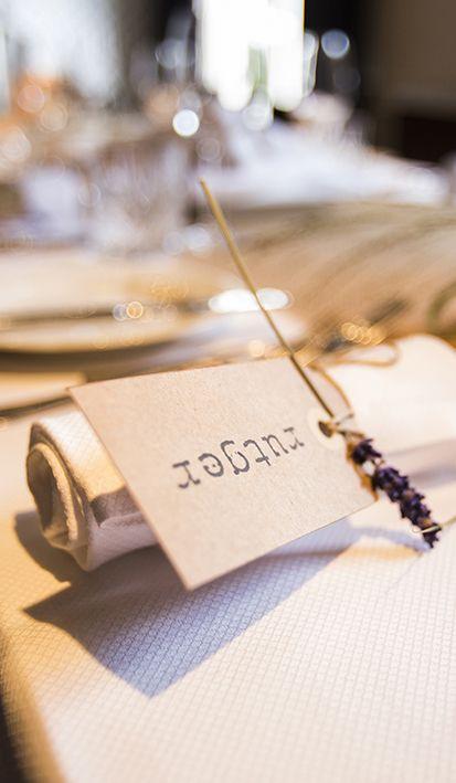 Jullie huwelijksgasten zullen zich bijzonder welkom voelen met deze geurige trouwkaartjes. Extra sfeer op de tafels van Mereveld! #Mereveld Utrecht in TOP 5 populairste trouwlocaties van Nederland!