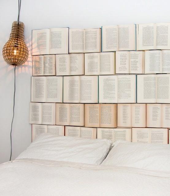 Headboard made of books - Sköna hem