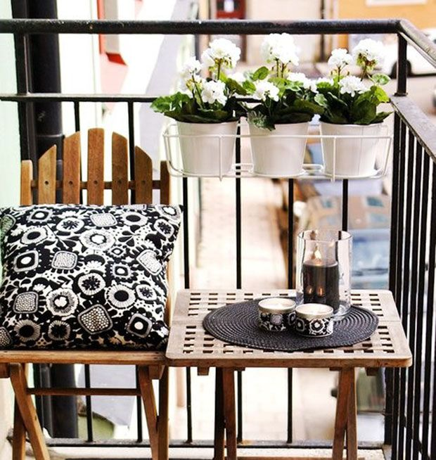 Tiny decorator: Balcony decor for your small spaces - dropdeadgorgeousdaily.com Follow us on Instagram #ddgdaily