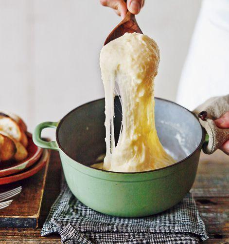 フランス・オーベルニュ地方の郷土料理で、じゃがいもとチーズを練り上げて作る、アリゴがおいしくて、おもしろい!【オレンジページ☆デイリー】料理レシピをはじめ、暮らしに役立つ記事をほぼ毎日配信します!