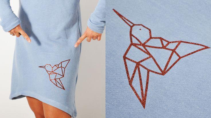 """Heute nun gibt's das freebie des GEO.kolibri's - den habe ich euch ja bereits hier >klick< gezeigt. Das Kleid, was ihr hier ansatzweise seht, kommt aus meinem neuen Buch """"ALLES JERSEY""""* (bei dem es Lieferschwierigkeiten gibt, da die erste Auflage schon ausverkauft ist - Juhuuuu!!! - mehr dazu demnächst - also wenn…"""