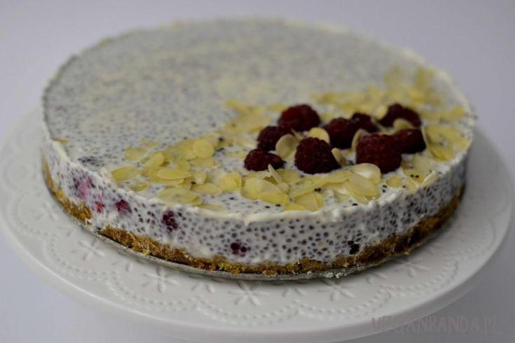 White chocolate, chia & raspcerry cake