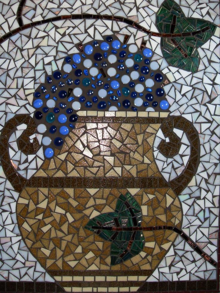 Handgemaakte 'Romeinse Druivenurn' van glasmozaiek door ©Creatieve Kunst.