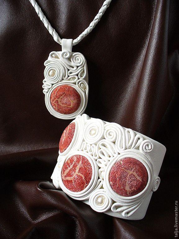 Купить Комплект с губчатым кораллом - белый, ручная работа, украшения из кожи, кожаные украшения