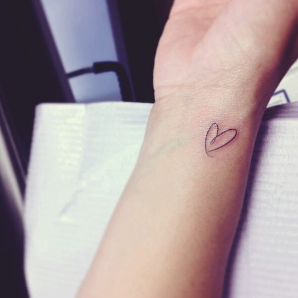 Beautiful-Small-Heart-Tattoo-On-Right-Wrist.jpg (589×590)