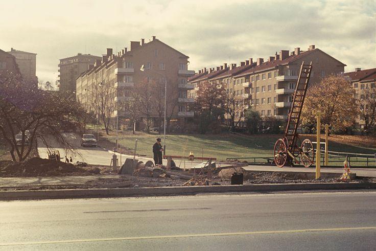 Vy från Drottningholmsvägen mot Fredhäll. Arbete pågår i förgrunden vid Drottningholmsvägen - Stockholmskällan