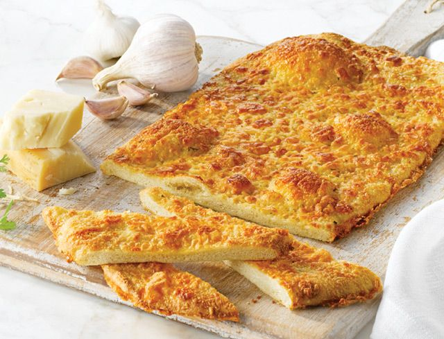 Bake Your Own™ Parmesan, Cheddar and Roasted Garlic Flatbread: Elevate your next snack, meal or occasion from good to exceptional with this sublime flavour combo. Topped with savoury Parmesan, aged cheddar and roasted garlic butter, this gourmet flatbread is a delightful and addictive experience.