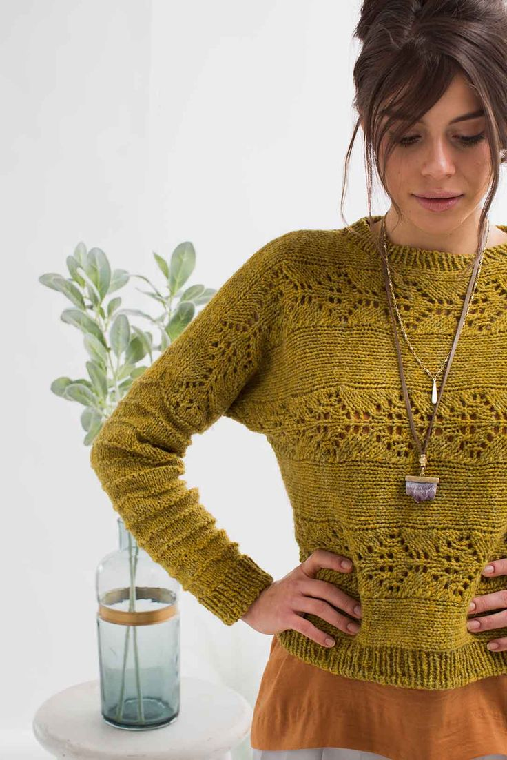 The moonflower is beautiful but untamed; the elegant flowers and dark green leaves have a tendency to spread out on windy stems and overcome gardens. Get your needles into this beautifully designed piece, a part of the Verdant Vines collection in knit.wear Spring/Summer 2018.