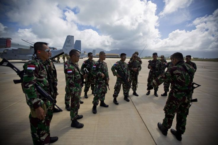 Indonesian soldiers debrief after Ground-Air Integration Training, July 6, 2016, on Marine Corps Base Hawaii.