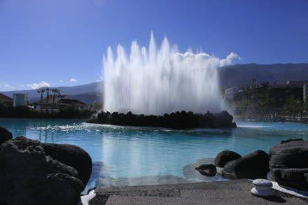 Der Vulkan im Meeresschwimmbad. - Meerwasserschwimmbad Lago Martiánez