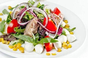 Салат с тунцом консервированным - рецепты с фото. Как приготовить вкусные салаты Нисуаз и Мимоза с тунцом