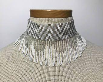 Gargantilla de abalorios hechos a mano Embera
