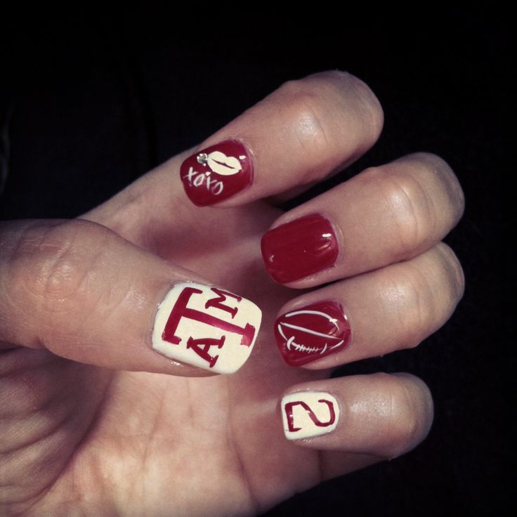Aggie football nails... I love the nail with the football!