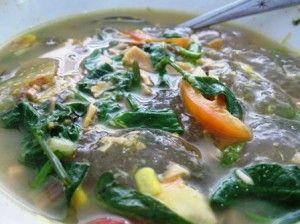 Kapurung,salah satu makanan khas tradisional di Sulawesi Selatan, khususnya masyarakat daerah Luwu (Kota Palopo, Kabupaten Luwu, Luwu Utara, Luwu Timur) Makanan ini terbuat dari sari atau tepung sagu.  Kapurung dimasak dengan campuran ikan atau daging ayam dan aneka sayuran. Kapurung lebih enak dimakan saat masih panas
