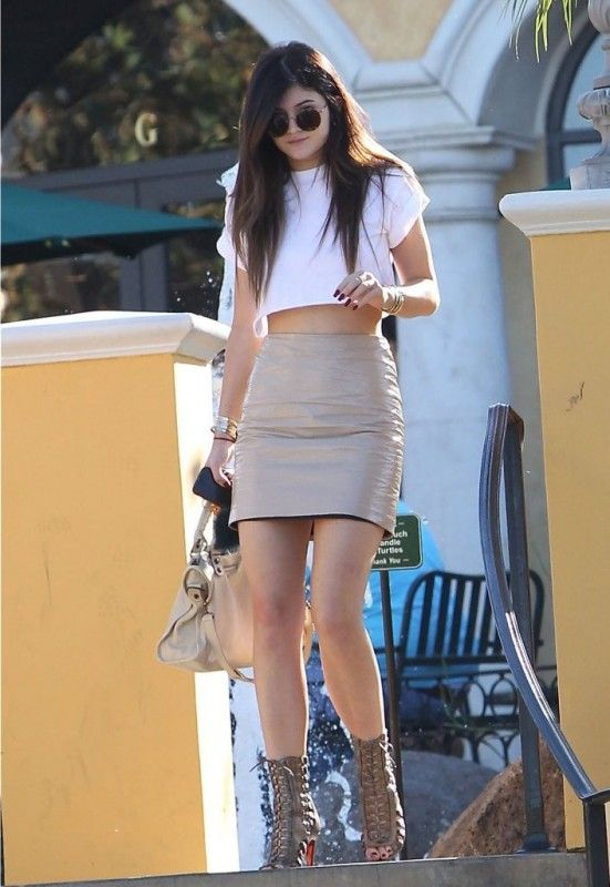 Kylie Jenner Wearing Christian Louboutin Azimut Sandals Calabasas October 19 2013 Celebrity