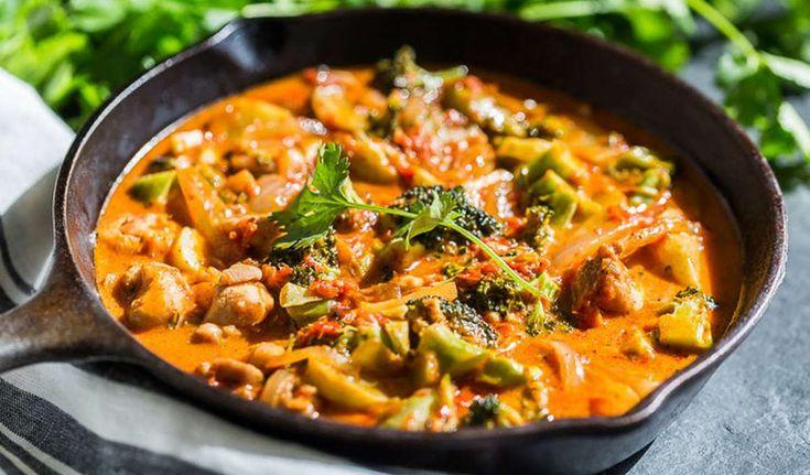 Il pollo al berberè è una ricetta etnica africana di origine eritrea, un secondo piatto corposo e nutriente, molto cremoso e dal sapore speziato e intenso.