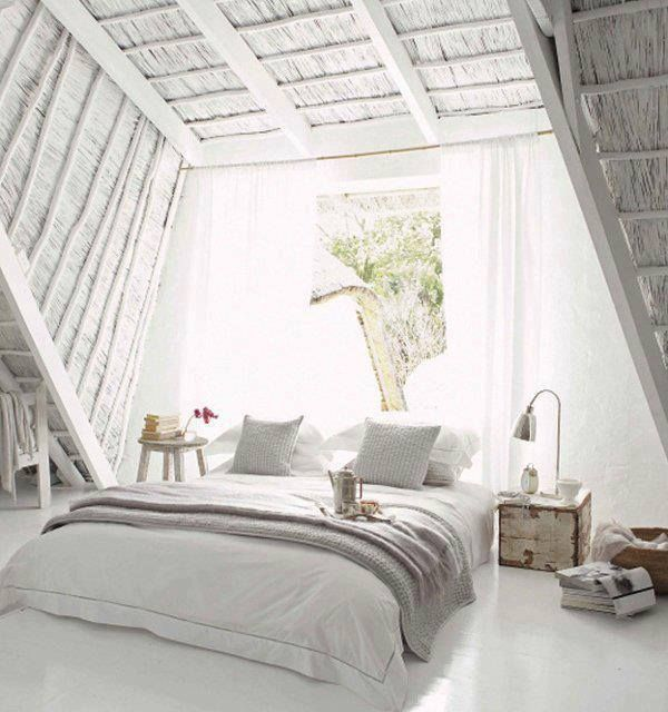 Total white room | i like the window, but I would like to have it more in the ceiling so I could look at the stars at night