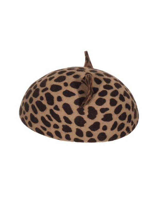 Filz-Baskenmütze mit Katzenohren Hollywood liebt die Mützen von Eugenia Kim!  Diese extravagante Baskenmütze aus feinstem Kaninchenfilz kommt im angesagten Leoparden-Muster und mit süßen Katzenohren daher.  Ein absoluter Eyecatcher für Fashionistas die gerne Statements setzen!