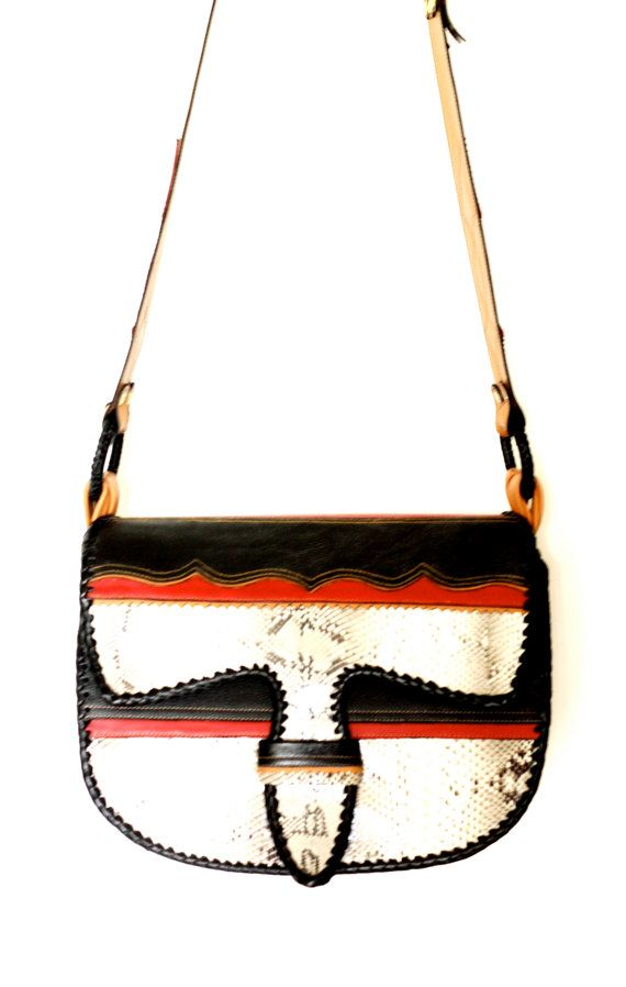 PAISA CARRIEL / a classic satchel style in an exotic by yoluyolu